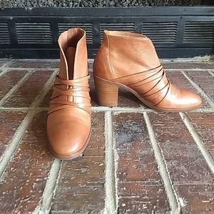 Bernardo Felicity Booties, leather Tan/Cognac, 7.5